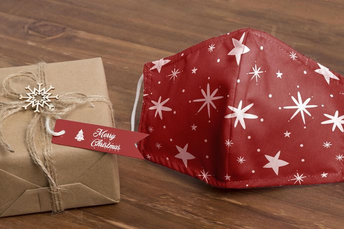 Face mask with holiday pattern